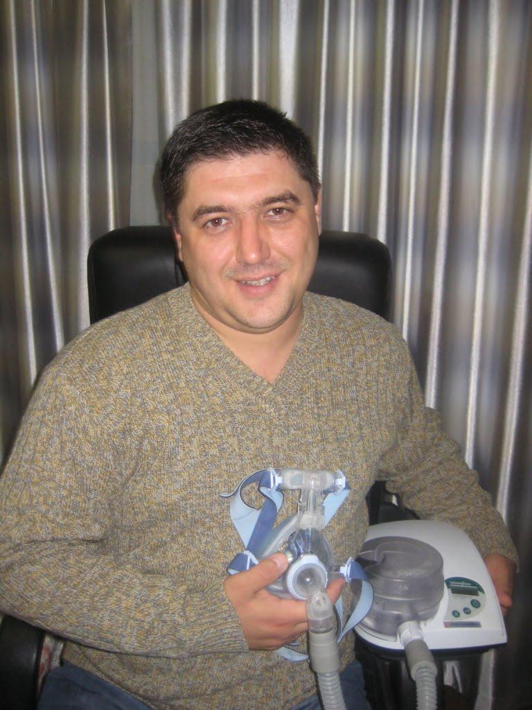 Владимир Евгеньевич приехал к нам в лабораторию железобетонного сна в возрасте 31 год, с весом 114 кг. Он жаловался на стремительный набор веса, сильную дневную сонливость, разбитость и головные боли после беспокойного сна, а так же частое ночное мочеиспускание.