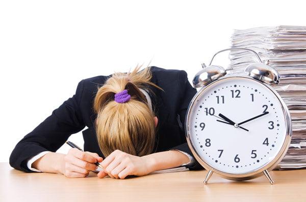 Перевод времени: смена циркадного ритма. Может возникнуть бессонница, если сбит режим сна и бодрствования.