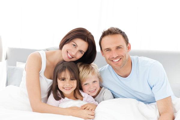 Сомнолог Юрий Нестерович Погорецкий уверен, что человек должен спать приблизительно 8 часов в сутки. Самым полезным является сон с 22 до 24 часов.