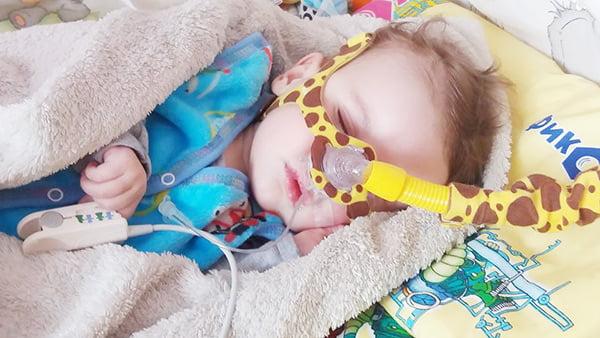 Детская маска для НИВЛ (аппарат неинвазивной вентиляции легких), пульсоксиметр