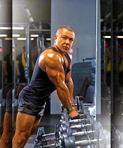 - Обменные процессы тоже улучшились, я занимаюсь активно спортом и чувствую разницу в плане восстановления мышц после физических нагрузок, - Кустор Роман Сергеевич в фитнес-центре, 2019 год.