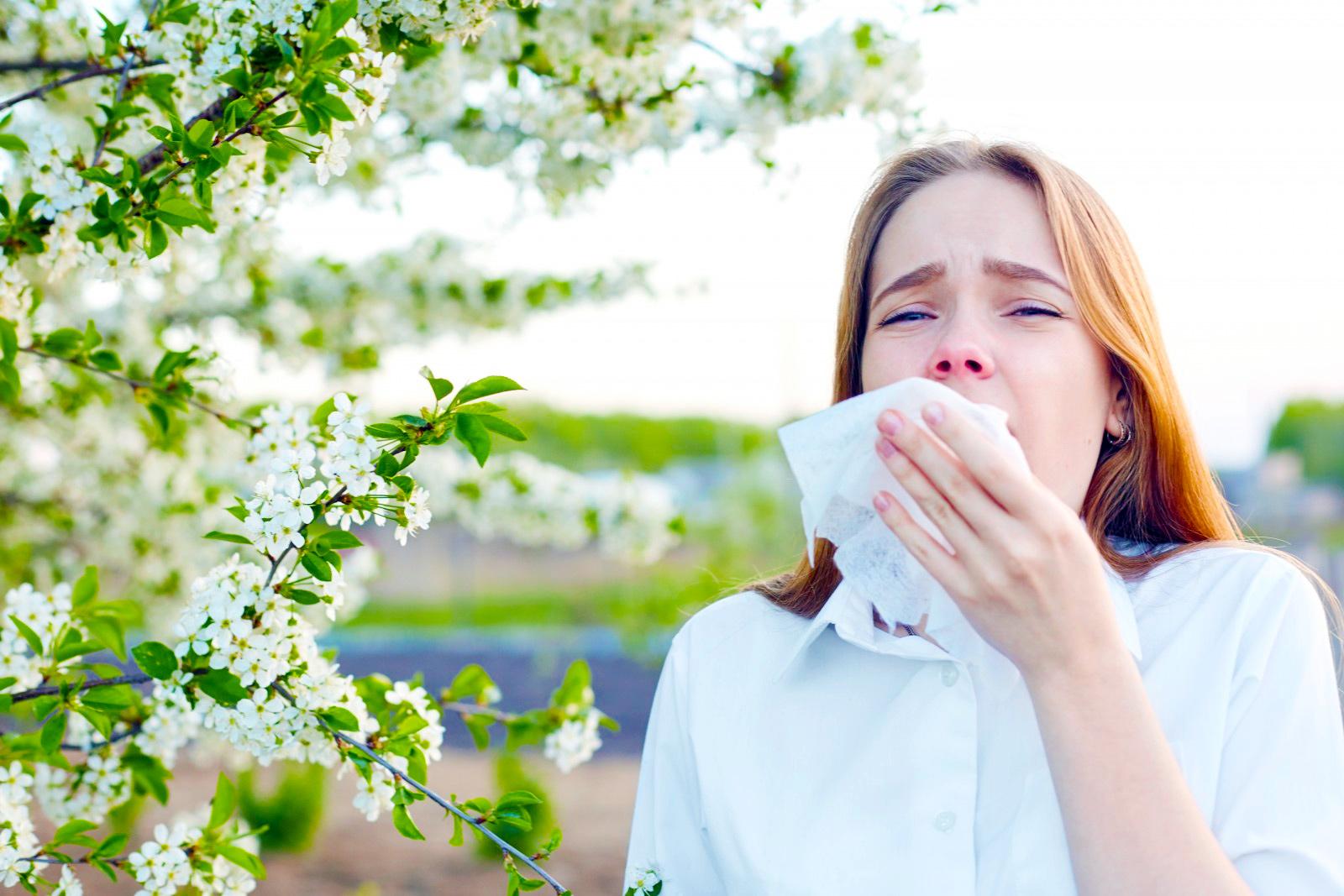 Сезонная аллергия: чихание кашель заложенность насморк зуд в глазах, носу, рту или горле