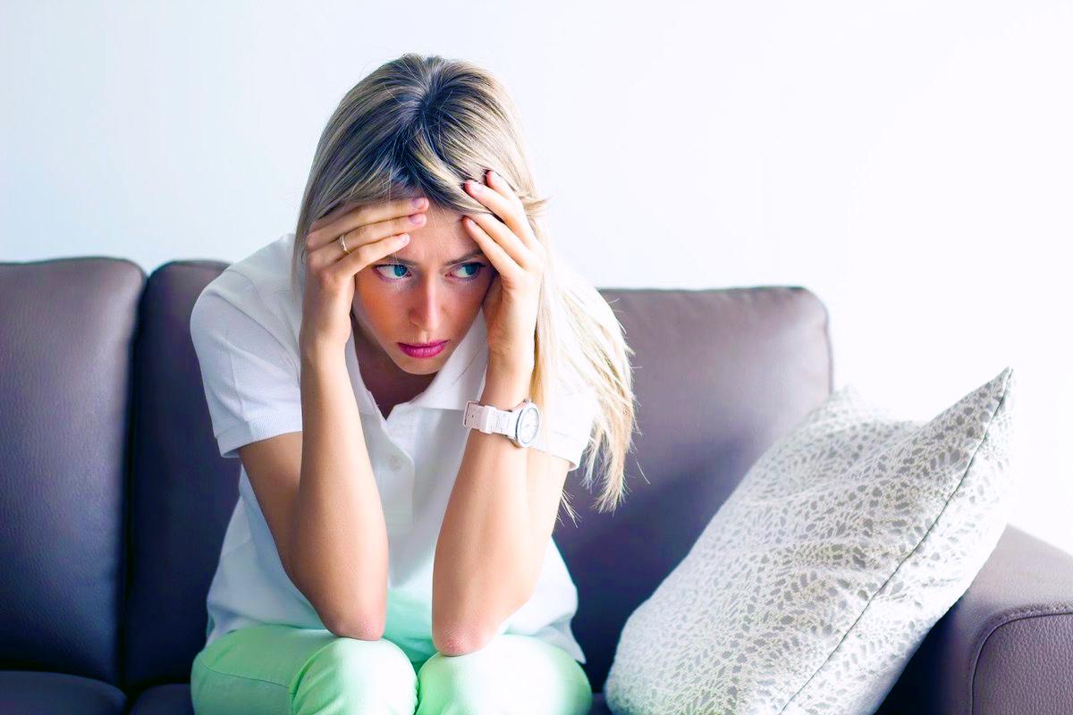 Депрессия: стойкое грустное, тревожное, отсутствующее настроение чувство безнадежности раздражительность чувство никчемности или беспомощности потеря интереса к хобби и другим занятиям замедленное движение или речь мысли о самоповреждении или самоубийстве