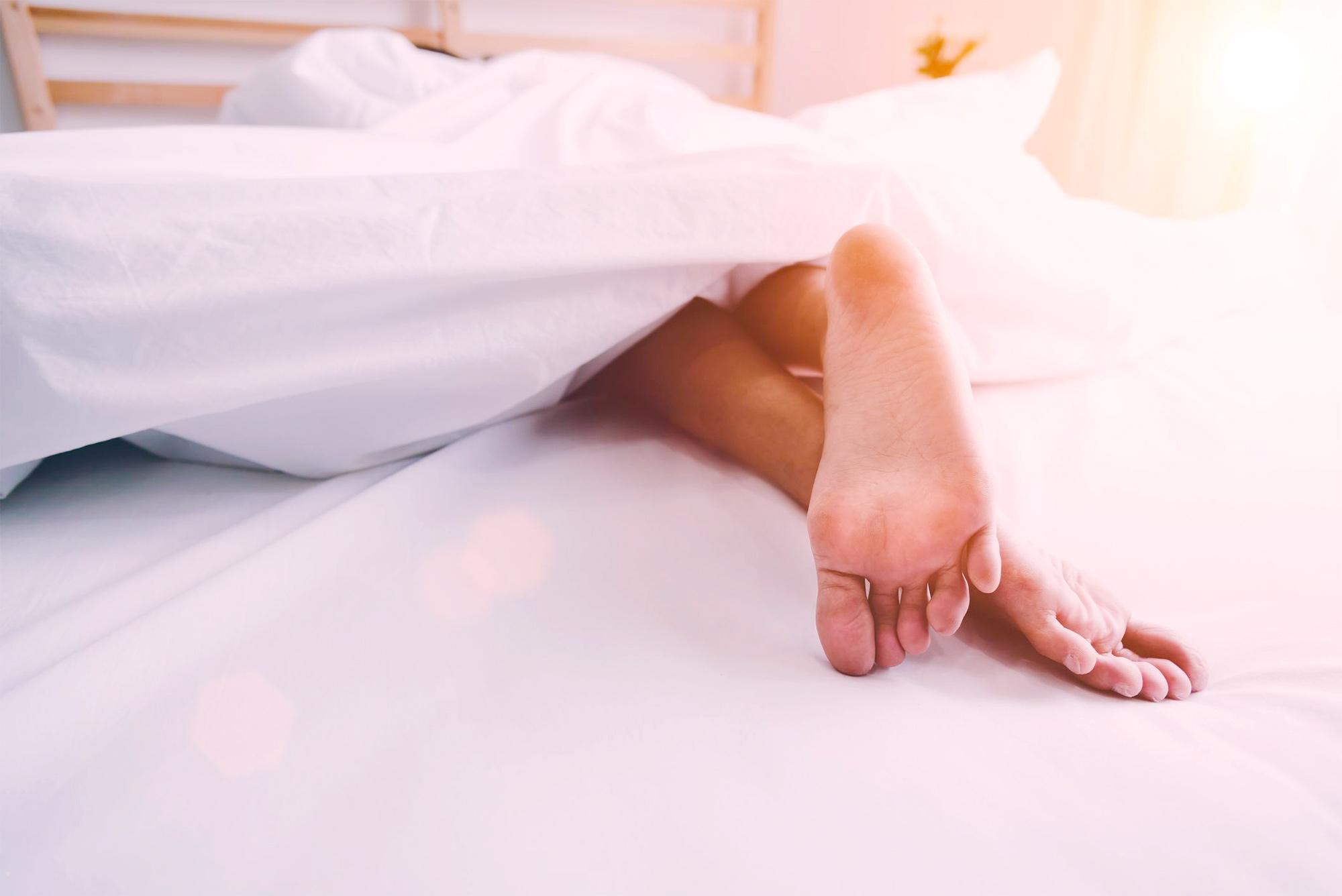 Синдром беспокойных ног: причины, как победить