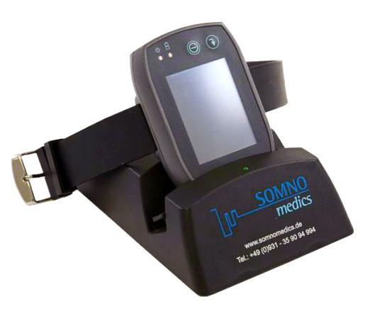 Док-станция, которая не только заряжает устройство, но и позволяет передавать данные на ПК.